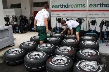 Honda Racing F1 Team, bridgestone tyres