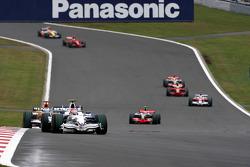 Robert Kubica, BMW Sauber F1 Team, F1.08 leads Fernando Alonso, Renault F1 Team, R28
