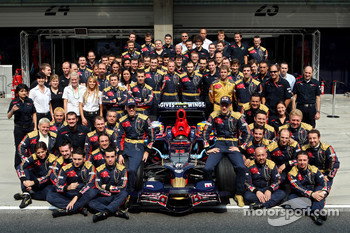Scuderia Toro Rosso team shot, Sebastian Vettel and Sébastien Bourdais with team management, engineers, mechanics, marketing, communications and catering