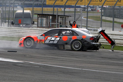 Christijan Albers, TME, Audi A4 DTM spins and is hit by Susie Stoddart, Persson Motorsport AMG Mercedes