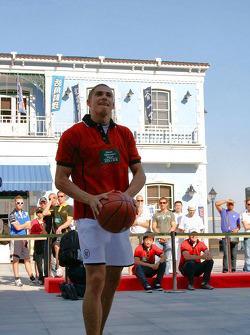 Basketball shootout: as does Edoardo Mortara