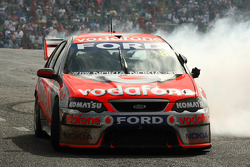 Jamie Whincup celebrates winning the 2008 championship