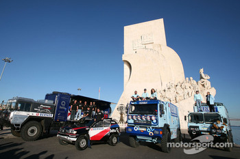 Pioneer Solo Desert Team BMW presentation in Lisbon: driver Ricardo Leal dos Santos and co-driver Filipe Palmeiro, driver Elisabete Jacinto, co-driver Alvaro Velhinho, and co-driver Marco Cochinho pose with team members and vehicles