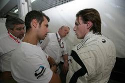 Yelmer Buurman talks with team boss Tiago Monteiro