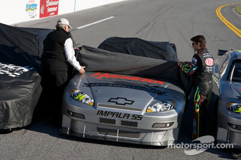 Hendrick Motorsports' 25th anniversary season car unveiling event: Jeff Gordon unveils his car