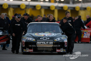 Brad Keselowski, Phoenix Racing Chevrolet heads to track