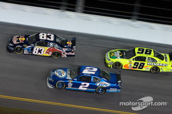 Brian Vickers, Red Bull Racing Team Toyota, Kurt Busch, Penske Racing Dodge, Paul Menard, Yates Racing Ford