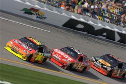Jeff Gordon, Hendrick Motorsports Chevrolet, Tony Stewart, Stewart-Haas Racing Chevrolet, Martin Truex Jr., Earnhardt Ganassi Racing Chevrolet