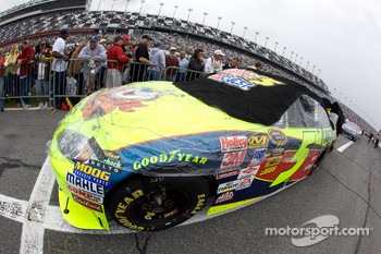 Outside pole setter Hendrick Motorsports Chevrolet of Mark Martin on the starting grid