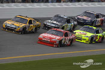 Tony Stewart, Stewart-Haas Racing Chevrolet, Matt Kenseth, Roush Fenway Racing Ford