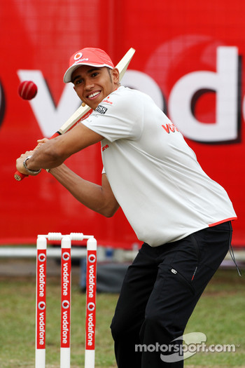 Lewis Hamilton, McLaren Mercedes, playing cricket