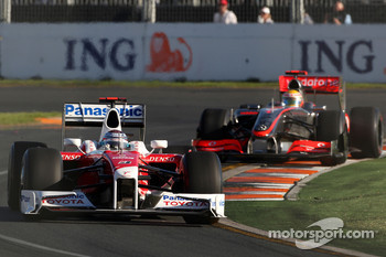 Jarno Trulli, Toyota Racing, TF109 leads Lewis Hamilton, McLaren Mercedes, MP4-24