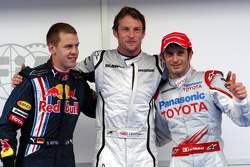 Pole winner Jenson Button, Brawn GP, with third place Sebastian Vettel, Red Bull Racing, second place Jarno Trulli, Toyota F1 Team