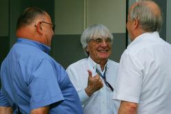 Pat Behar, FIA, Photographers Delegate, Bernie Ecclestone, President and CEO of Formula One Management and Karl-Heinz Zimmerman