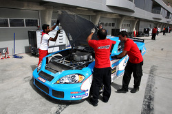 Car worked on in the pits