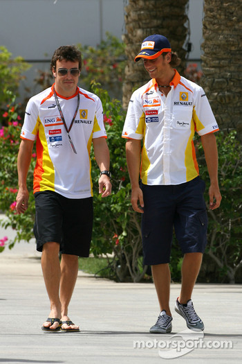 Fernando Alonso, Renault F1 Team and Romain Grosjean, Renault F1 Team