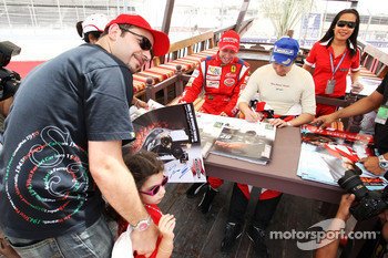 Thomas Biagi Palm Beach and Heinz-Harald Frentzen Team Lavaggi sign autographs for the fans