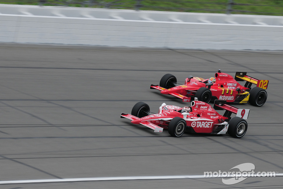 Scott Dixon, Target Chip Ganassi Racing runs with Graham Rahal, Newman/Haas/Lanigan Racing