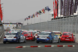 Start: George Tanev, Scuderia Proteam Motorsport, BMW 320si, Jaap van Lagen, Lada Sport, Lada 110 2.0