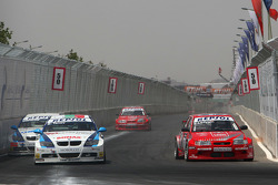Kirill Ladygin, Lada Sport, Lada 110 2.0 obertakes George Tanev, Scuderia Proteam Motorsport, BMW 320si