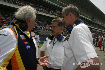 Flavio Briatore, Renault F1 Team, Team Chief, Managing Director with Dr. Mario Theissen, BMW Sauber F1 Team, BMW Motorsport Director