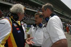 Flavio Briatore, Renault F1 Team, Team Chief, Managing Director with Dr. Mario Theissen, BMW Sauber F1 Team, BMW Motorsport Director