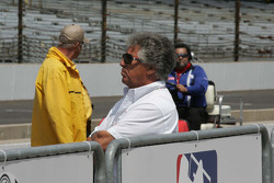 Mario Andretti watches his nephew John Andretti qualify