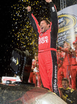 Victory lane: race winner Tony Stewart, Stewart-Haas Racing Chevrolet celebrates