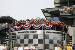 Fans above victory lane