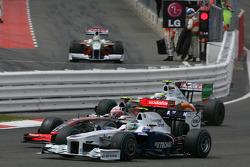 Nick Heidfeld, BMW Sauber F1 Team and Heikki Kovalainen, McLaren Mercedes