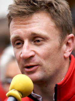 Hand imprint ceremony: Allan McNish talks with media