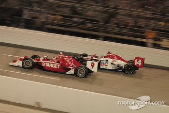 Scott Dixon, Target Chip Ganassi Racing passes Ryan Hunter-Reay, A.J. Foyt Enterprises