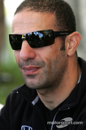 Autograph session: Tony Kanaan, Andretti Green Racing