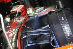 Heikki Kovalainen, McLaren Mercedes using blue aerodynamic paint on his car