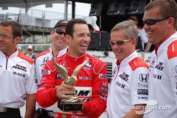 Helio Castroneves, Team Penske, is presented with the Q2 2009 driver of the year award