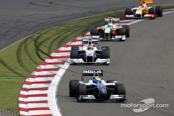 Nico Rosberg, Williams F1 Team leads Robert Kubica, BMW Sauber F1 Team