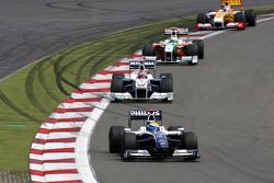 Nico Rosberg, Williams F1 Team leads Robert Kubica, BMW Sauber F1 Team