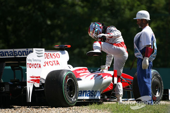 Jarno Trulli, Toyota F1 Team stopped on track