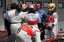 Pole winner Fernando Alonso, Renault F1 Team tries to figure the final qualifying order with Heikki Kovalainen, McLaren Mercedes, and Lewis Hamilton, McLaren Mercedes