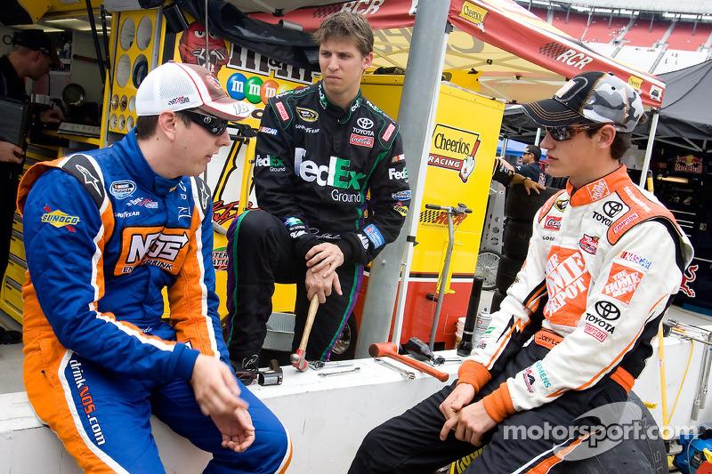 Kyle Busch, Joe Gibbs Racing Toyota, Denny Hamlin, Joe Gibbs Racing Toyota und Joey Logano, Joe Gibbs Racing Toyota