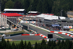 Scenic, the pit straight