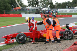 Luca Badoer, Test Driver, Scuderia Ferrari, crashed in qualifying