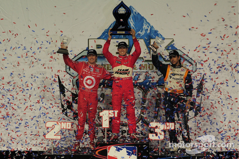 Ryan Briscoe, Team Penske on the podium with Scott Dixon, Target Chip Ganassi Racing and Mario Moreas