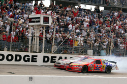 Ricky Craven takes the victory ahead of Kurt Busch