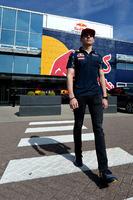 Formula 1 Foto - Max Verstappen, Red Bull Racing, visita la factory