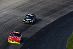 Jeff Gordon, Hendrick Motorsports Chevrolet and Juan Pablo Montoya, Earnhardt Ganassi Racing Chevrolet
