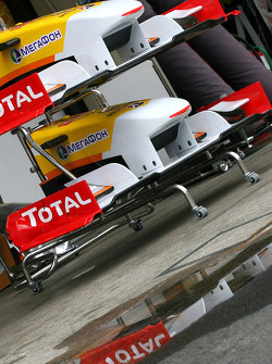 Renault F1 Team front wings