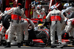Lewis Hamilton, McLaren Mercedes, pitstop