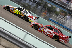 Greg Biffle, Roush Fenway Racing Ford, Juan Pablo Montoya, Earnhardt Ganassi Racing Chevrolet