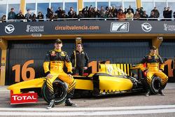Robert Kubica, Renault F1 Team, Eric Boullier, Team Principal, Renault F1 Team, Vitaly Petrov, Renault F1 Team